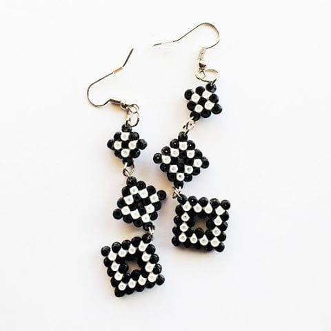 pyssel, pyssla, pysseltips, pysselidé, skapa, smycken, göra smycken, pärla, pärlor, rörpärlor, HAMA, pärlplatta, pärlplattor, mönster, pärlplattemönster, geometri, örhängen, elegant