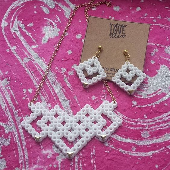 pyssel, pyssla, pysseltips, pysselidé, skapa, smycken, göra smycken, pärla, pärlor, rörpärlor, HAMA, pärlplatta, pärlplattor, mönster, pärlplattemönster, örhängen, halsband