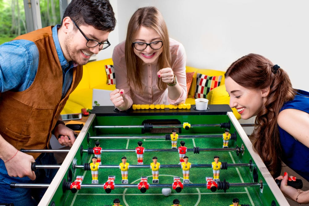 spela spel med vänner, lekar för vuxna, psykologi, kreativitet, lekar, bättre hälsa, hälsa, må bra, välmående