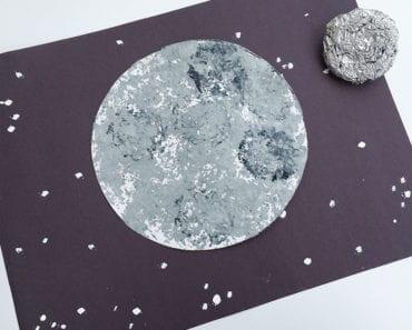 pyssel, pysseltips, pysselidé, barnpyssel, pyssel för barn, rymden, månen, måla, folie, aluminiumfolie, silverfärg, hobbyfärg