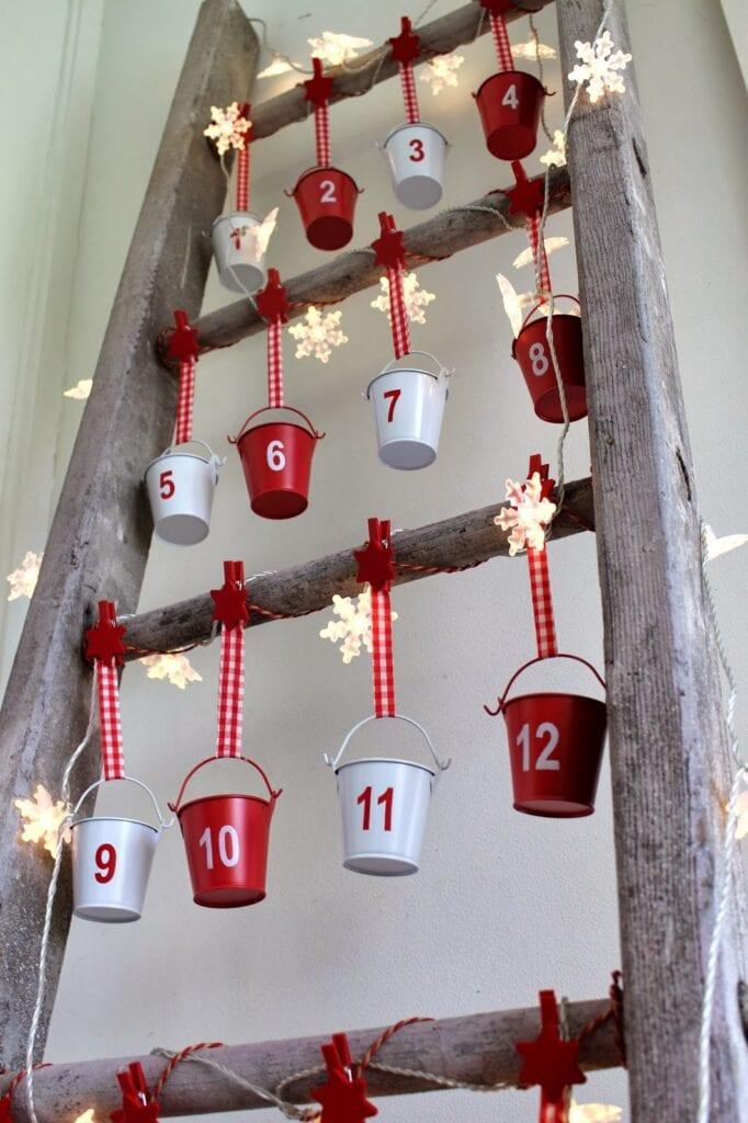 julpyssel, adventspyssel, jul, advent, pyssel, pysseltips, DIY, adventskalender, stege, hink, plåthink, spann, plåtspann, spänner, loppis, loppisfynd