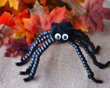 pyssel, pysseltips, pysselidé, barnpyssel, pyssel för barn, halloween, halloweenpyssel, skapa, spindel, spindlar, pärla, pärlor, piprensare