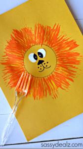 pyssel, pysseltips, pysselidé, barnpyssel, pyssel för barn, måla med gaffel, målartekniker, målarfärg, hobbyfärg, lejon