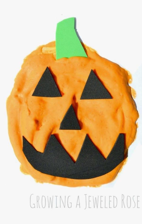 pyssel, pysseltips, pysselidé, barnpyssel, pyssel för barn, halloween, halloweenpyssel, skapa, pumpa, pumpor, fluffig färg, målarfärg, göra fluffig färg av rakkräm
