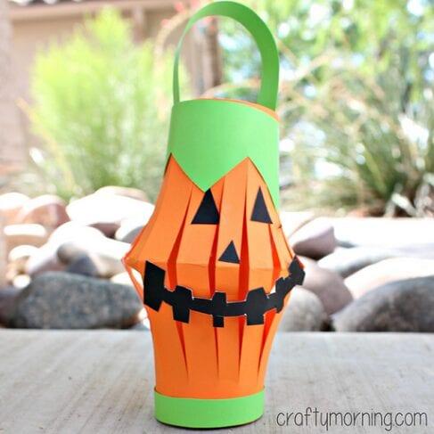 pyssel, pysseltips, pysselidé, barnpyssel, pyssel för barn, halloween, halloweenpyssel, skapa, pumpa, pumpor, papper, papperslykta, pumpalykta, lykta