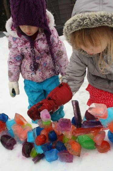 barn, barnlekar, lekar för barn, utomhuslek, leka ute, leka i snön, skapa, pyssel, barnpyssel, kreativa lekar, snölekar, isskulptur, göra isskulpturer, göra skulpturer i is