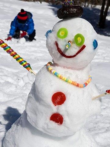 barn, barnlekar, lekar för barn, utomhuslek, leka ute, leka i snön, skapa, pyssel, barnpyssel, kreativa lekar, snölekar, bygga snögubbe