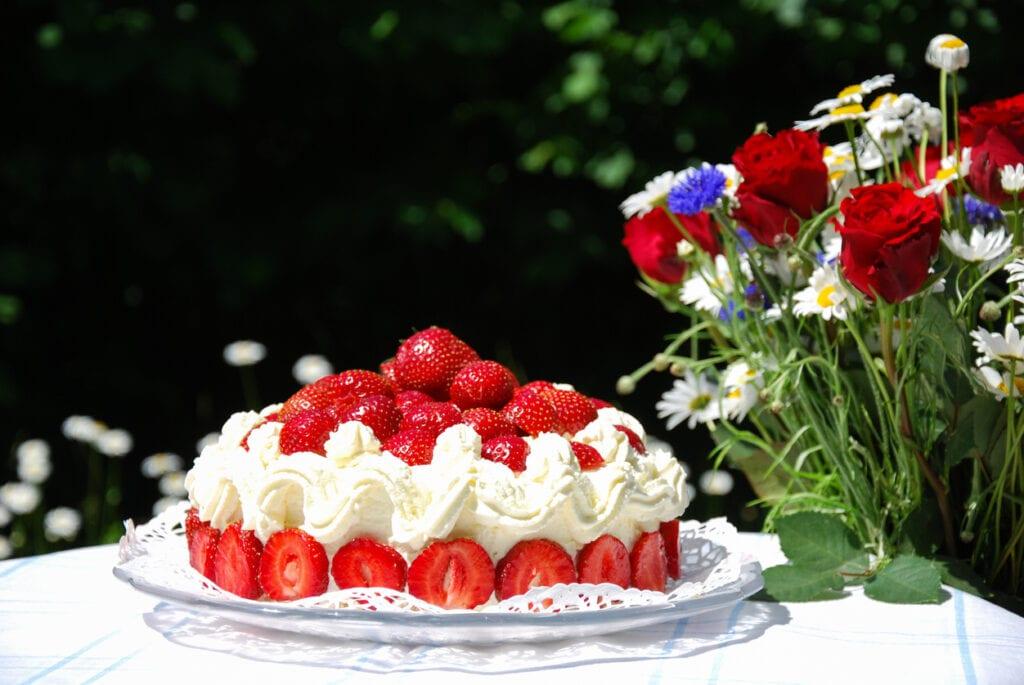 baka, tårta, göra tårta, tårta sommar, jordgubbstårta, glasstårta, tårtrecept, recept