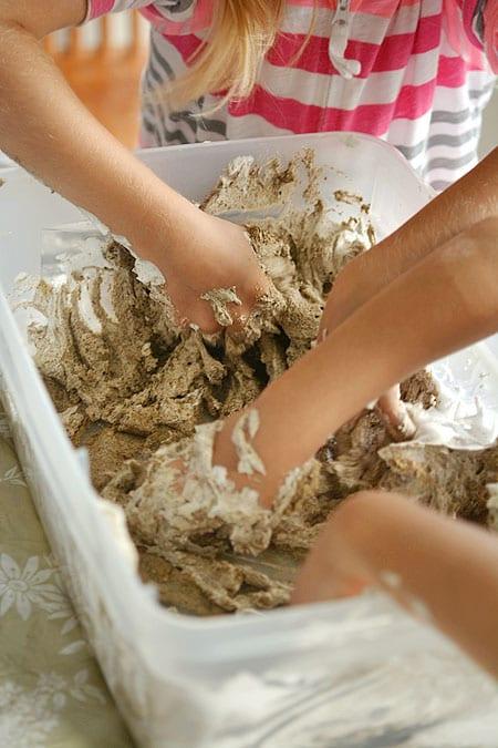 sommaraktiviteter, barnpyssel, slime, slime av sand