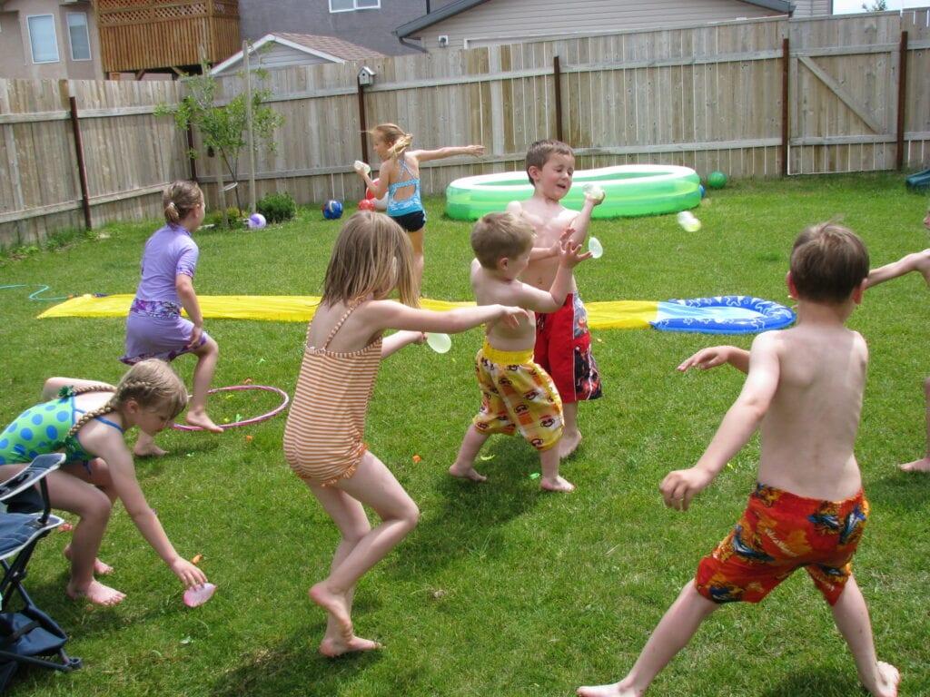 utomhuslekar, sommarlekar, lekar till barnkalas