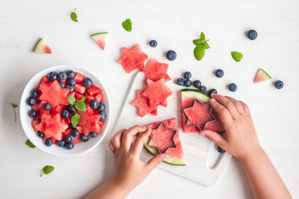 recept för barn, barnrecept, recept, kreativ mat, frukt, vattenmelon, fruktsallad, laga mat med barn, baka med barn