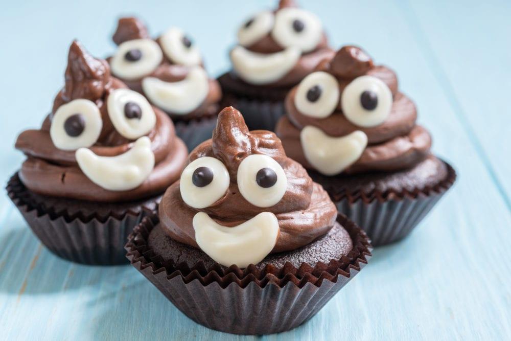 recept för barn, barnrecept, recept, bajs-emoji, poop emoji, kreativ mat, muffins, chokladmuffins, cupcake, frosting, chokladfrosting, baka med barn