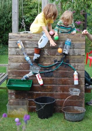 leka utomhus, utomhuslek, utomhuspedagogik, leka med vatten