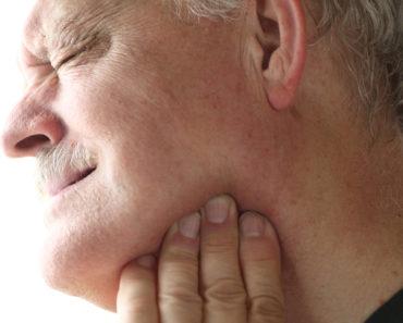 käkledsproblem, värk i käken, smärtor i käken, spänd käke