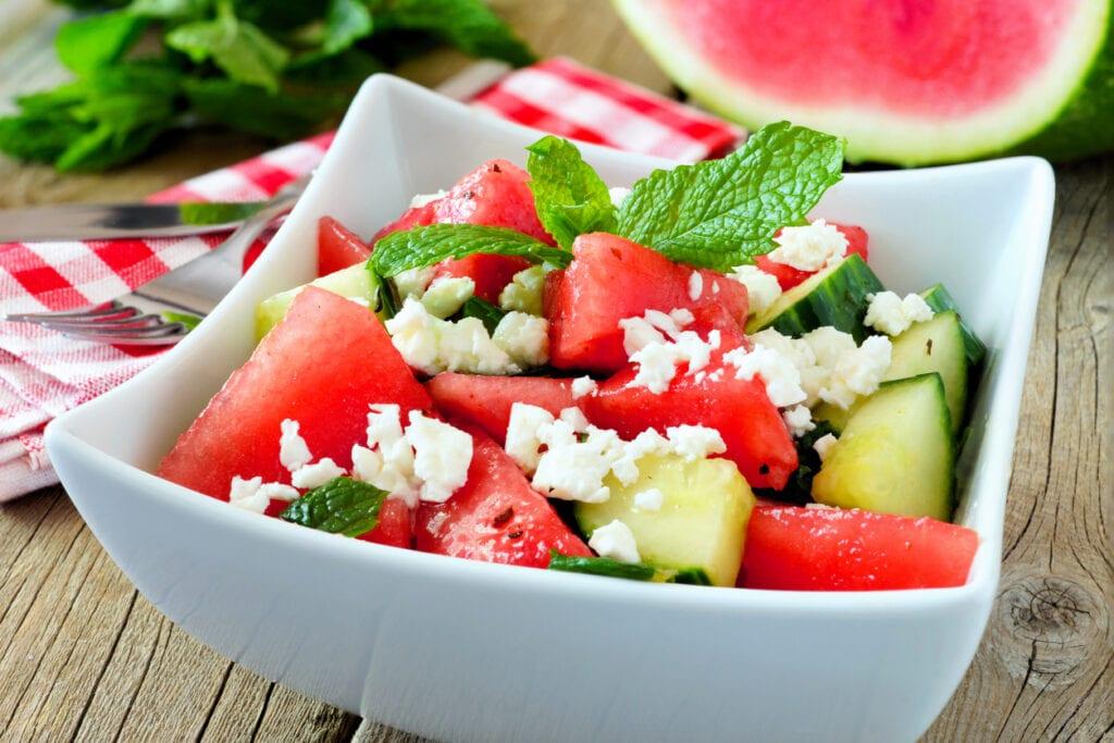 sallad med gurka, vattenmelon och fetaost