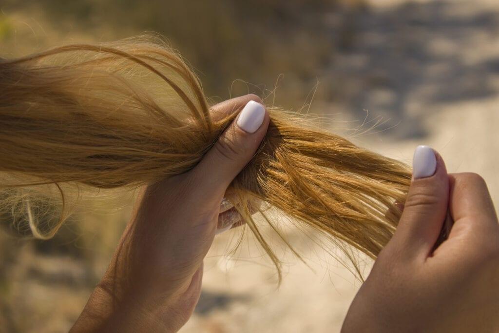 hemmakur för torrt och slitet hår