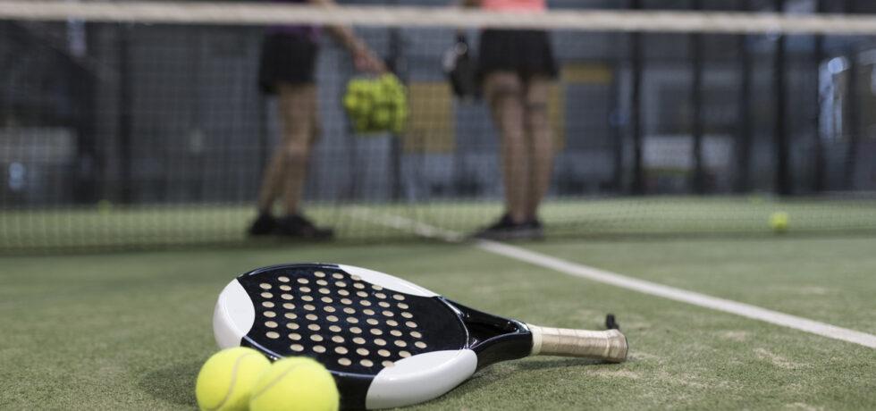 spela padel tennis